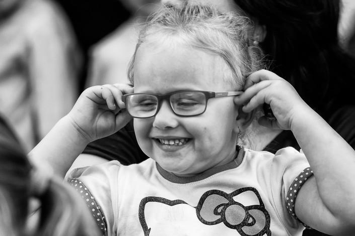 Dievčatko, okuliare, radosť, ZŠ Zlatovce, Trenčín