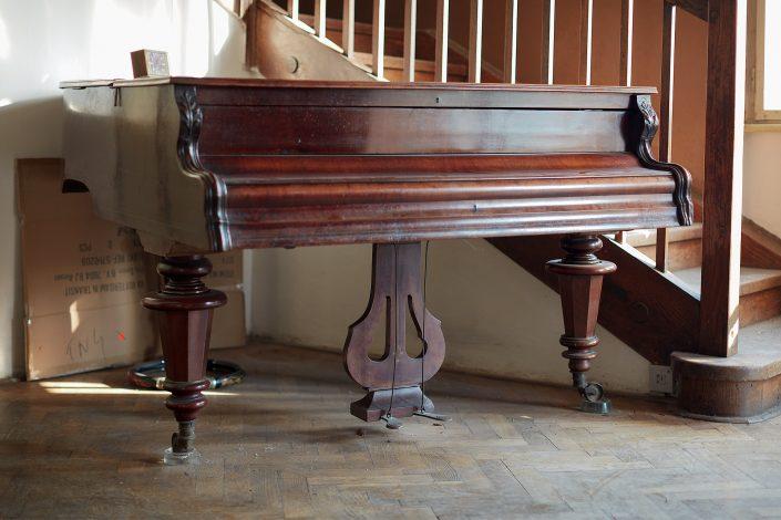Old piano, Urbex